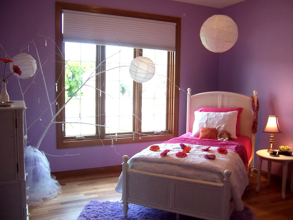 I Liked The Colors In This Room Lavender Black White And Silver It Reminded Me Of My Friend Allison S Guest Bedroom