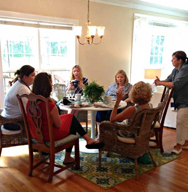 A bunch of bloggers sitting around a kitchen table - this is what it's all about, people.