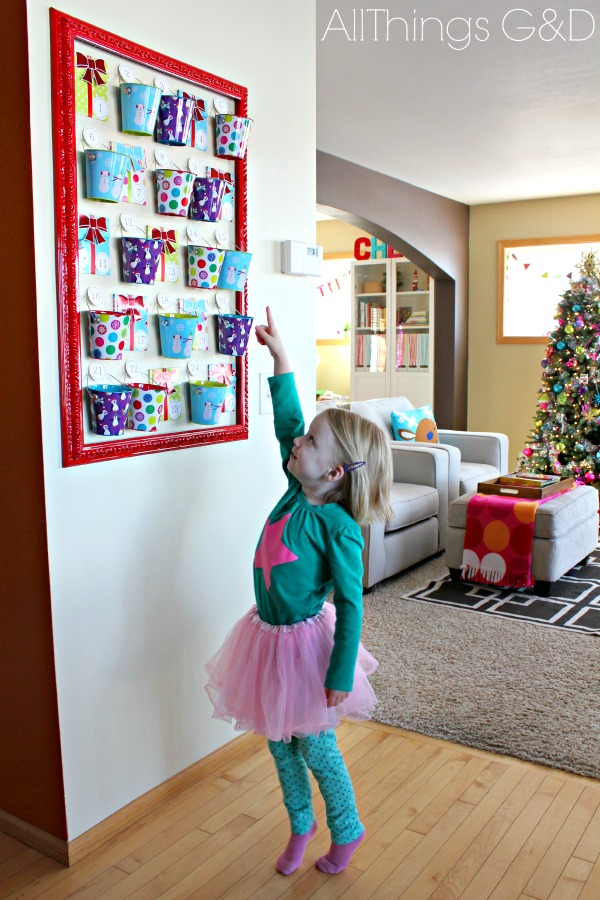 A uniqe and easy to recreate DIY Christmas Countdown Calendar! | www.allthingsgd.com