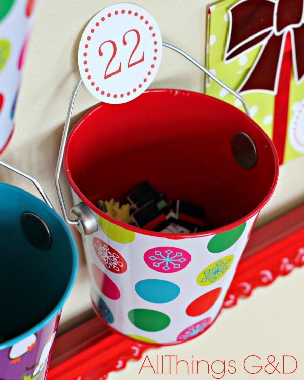 A uniqe and easy to recreate DIY Christmas Countdown Calendar! | www.allthingsgd.com