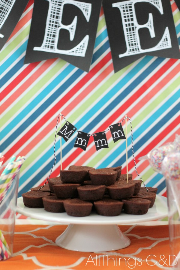 Entertaining with chalkboard banners and labels. | www.allthingsgd.com