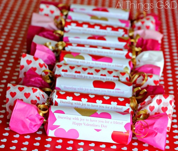 DIY Valentine's Day Poppers (made from toilet paper rolls) - includes free printable! | www.allthingsgd.com
