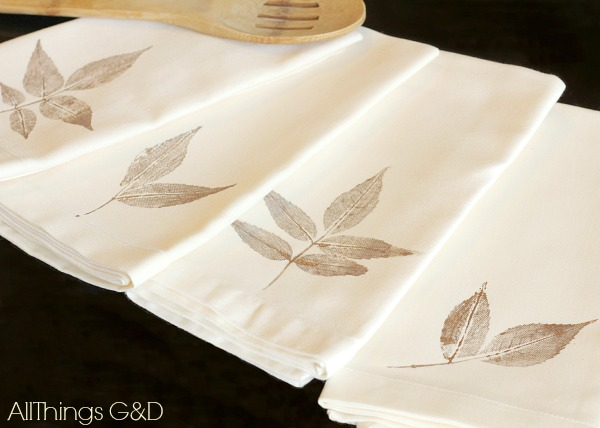 DIY Leaf St&ed Napkin Tutorial - a simple a beautiful way to bring some fall decor & DIY Leaf Stamped Napkins - All Things G\u0026D