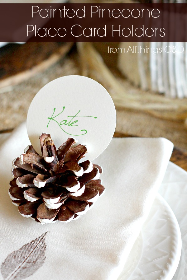 These painted pinecone place card holders are a beautiful addition to a fall wedding or tablescape! | www.allthingsgd.com