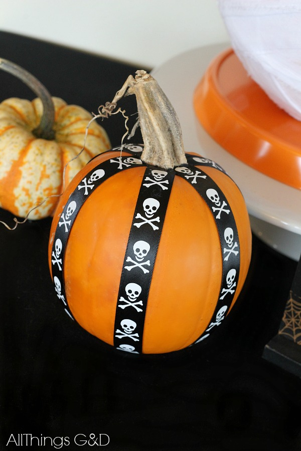No-carve DIY Ribbon Pumpkin. | www.allthingsgd.com