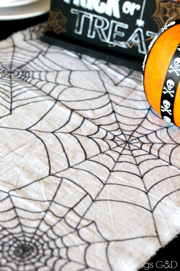 Halloween-Tablescape-Table-Runner