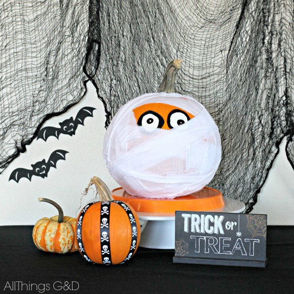 No-carve DIY Mummy Pumpkin inspired by Pottery Barn's mummy pillow. | www.allthingsgd.com