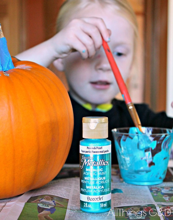Help make trick-o-treating less scary for little ones with food allergies with The Teal Pumpkin Project. Join us today! | www.allthingsgd.com