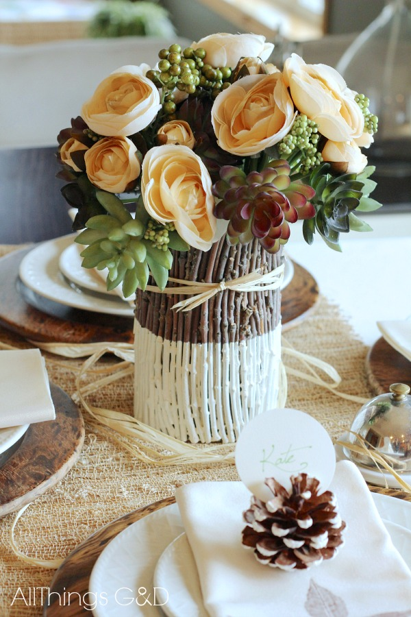 Savor the moments of fall and bring the outdoors and inside with this easy fall tablescape - the perfect touches for a Thanksgiving meal! | www.allthingsgd.com