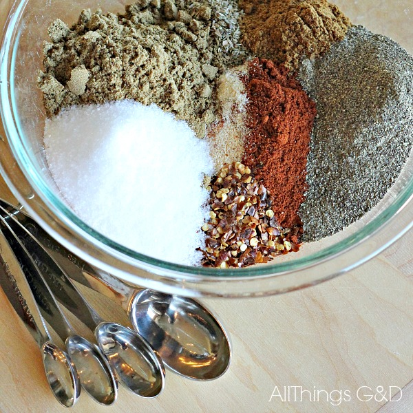 Skip the store bought chemicals and make your own all natural taco seasoning in bulk for a quick, easy, and healthy meal! | www.allthingsgd.com #cleaneating #allnatural #paleo #whole30