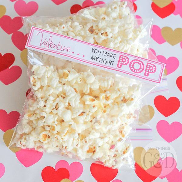 Looking for a quick and easy last minute Valentine idea? Give this Popcorn Valentine Printable a try! Pair with buttered popcorn, kettle corn or a sweet & chocolatey popcorn mix! | www.allthingsgd.com